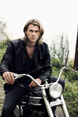 GORGEOUS Chris Hemsworth