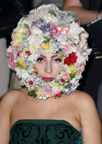 Gaga at the Phillip Tracey Show in Londres