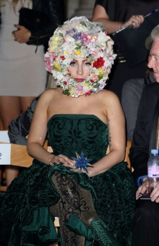 Gaga at the Phillip Tracey onyesha in London