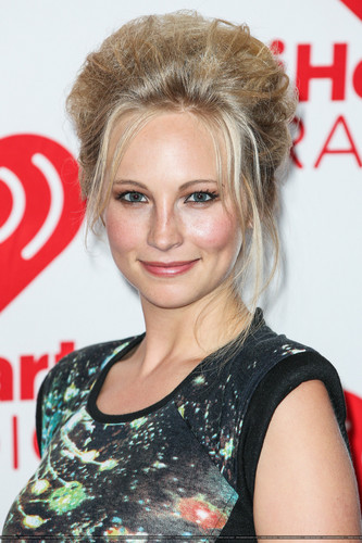 HQ: Candice at the iHeartRadio festival día 2 - Press Room. {22/09/12}.