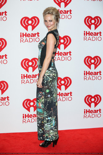 HQ: Candice at the iHeartRadio festival hari 2 - Press Room. {22/09/12}.
