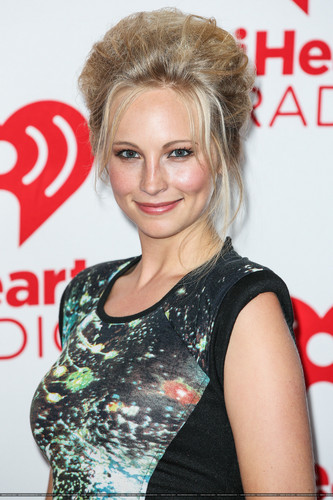 HQ: Candice at the iHeartRadio festival siku 2 - Press Room. {22/09/12}.