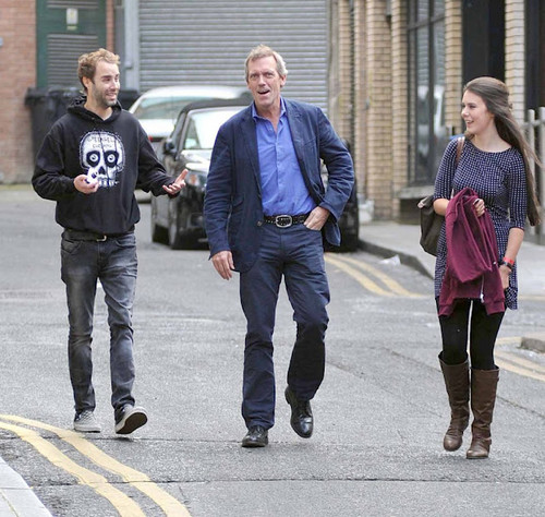 Hugh Laurie is seen exiting a tuxedo rental duka on Grafton mitaani, mtaa 19.09.2012 -Irlanda
