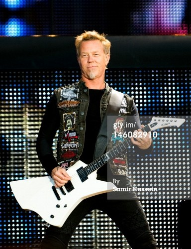 James Hetfield wallpaper containing a guitarist and a concert called James