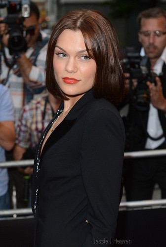 Jessie J at the GQ Men of the tahun Awards 2012 (04092012)