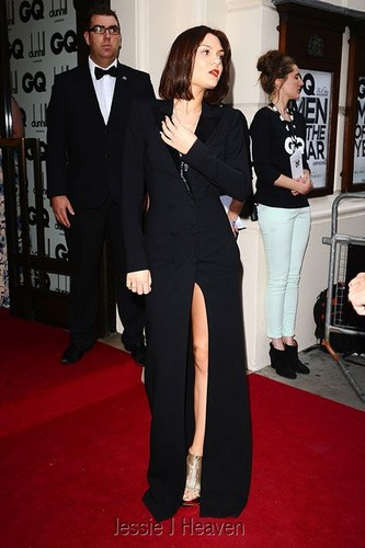 Jessie J 壁纸 containing a business suit, a suit, and a well dressed person called Jessie J at the GQ Men of the 年 Awards 2012 (04092012)