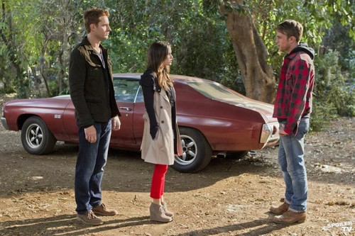 Justin Hartley Hintergrund possibly with a hip boot, an automobile, and a straße titled Justin in Hart of Dixie