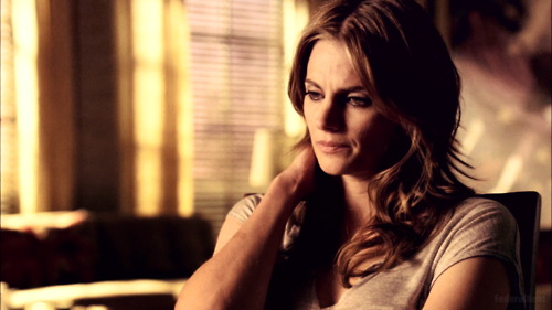 Kate Beckett karatasi la kupamba ukuta possibly with a portrait called Kate 5x01