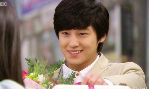 Kim Bum Boys Over Bunga Round Earrings