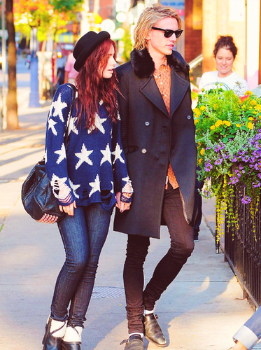 Lily Collins and Jamie Campbell Bower|Out for a Stroll Together in Toronto (16.09.2012)