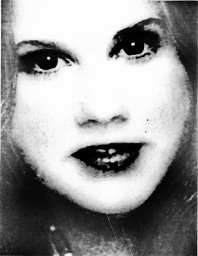 The Linda Blair Pretty Corner 바탕화면 probably with a portrait entitled Linda Blair