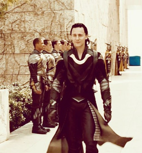 Loki (Thor 2011) پیپر وال possibly with a hip boot, a surcoat, and a business suit called Loki
