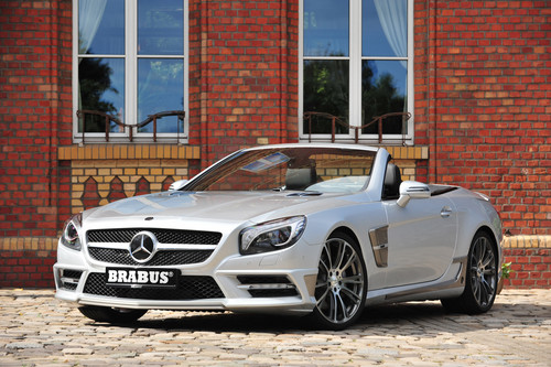 MERCEDES - BENZ SL ROADSTER 由 BRABUS