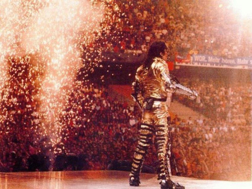 Michael Jackson wallpaper with a fountain called Michael Jackson ♥♥