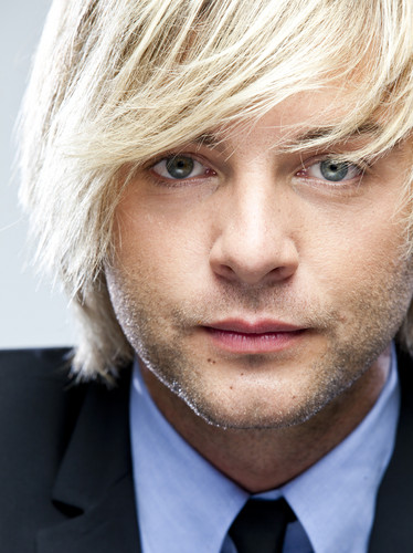 Keith Harkin wallpaper with a business suit entitled More ahhhhhmazing pics <3