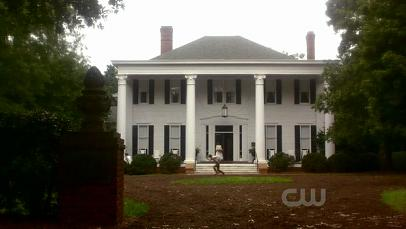 Mystic falls wallpaper containing a mansion and a manor entitled Mystic Falls