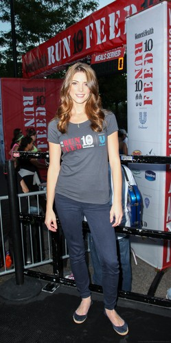 Official Photos: Ashley at the run10feed10 race - Outside [23/09/12]