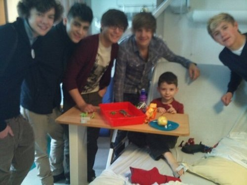 One Direction visiting a sick little boy in the hospital