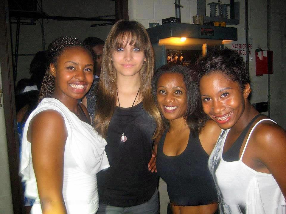 Paris Jackson with her fans ♥♥