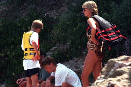 戴安娜王妃 壁纸 probably with an 登山 called Princess Diana in bikini