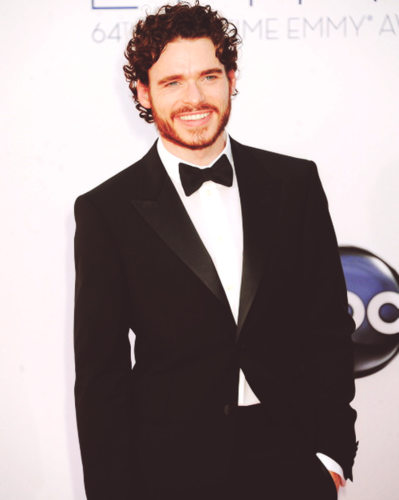 Game of Thrones wallpaper containing a business suit, a suit, and a double breasted suit entitled Richard Madden  @ 2012 Emmy Awards