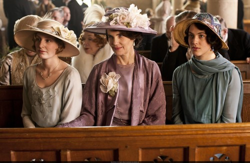 Downton Abbey wallpaper probably containing a boater and a bonnet called Season 3