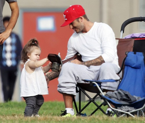 Sept. 22nd - LA - David and Harper watching the boys play 足球