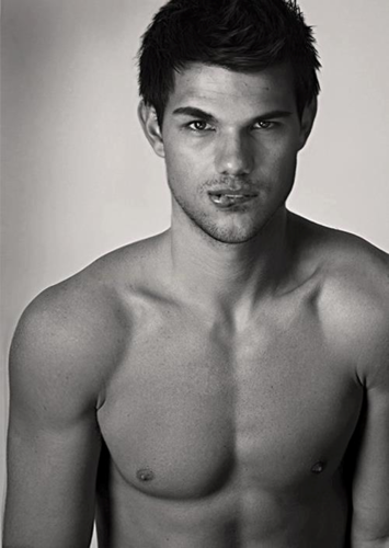 Taylor Lautner achtergrond containing a six pack, a hunk, and skin entitled Sexy Tay
