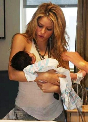 Shakira : Childbirth should be in January 2013