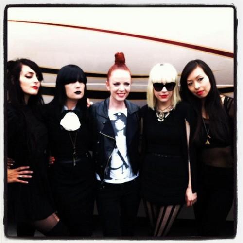 Shirley Manson with The Dum Dum Girls