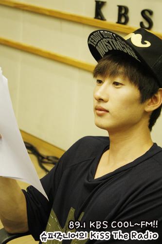 Super Junior Eunhyuk cuteness @ Sukira 09/18 (OFFICIAL)