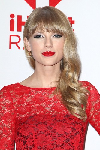 Taylor pantas, swift at the 2012 iHeartRadio Muzik Festival - hari 2 - Press Room
