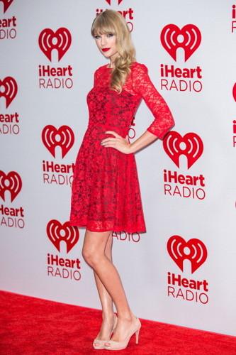 Taylor matulin at the 2012 iHeartRadio Music Festival - araw 2 - Press Room