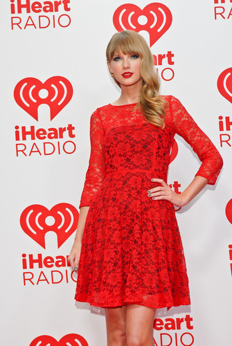 Taylor Swift at the 2012 iHeartRadio Music Festival - Day 2 - Press Room