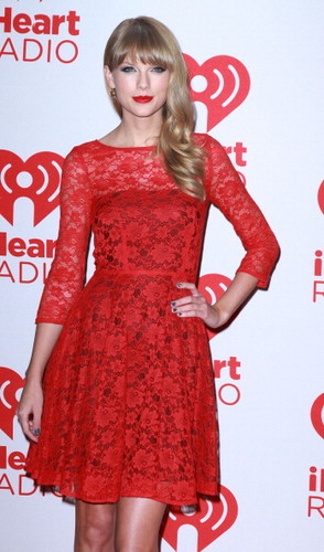 Taylor matulin at the 2012 iHeartRadio Music Festival - araw 2 - Press Room