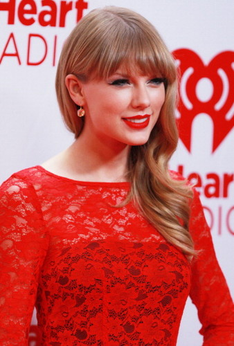 Taylor nhanh, swift at the 2012 iHeartRadio âm nhạc Festival - ngày 2 - Press Room