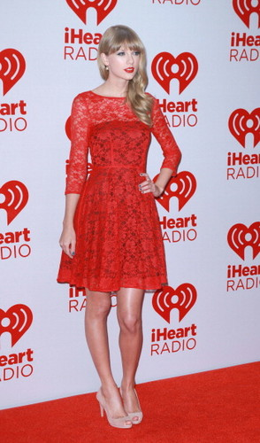 Taylor schnell, swift at the 2012 iHeartRadio Musik Festival - Tag 2 - Press Room