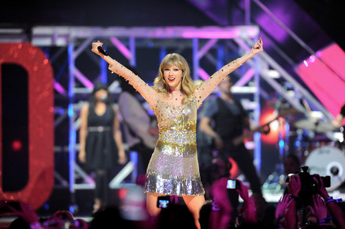 Taylor snel, swift at the 2012 iHeartRadio muziek Festival - dag 2 - toon