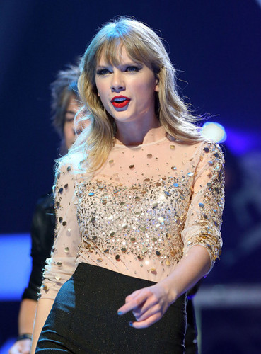 Taylor 迅速, 斯威夫特 at the 2012 iHeartRadio 音乐 Festival - 日 2 - 显示