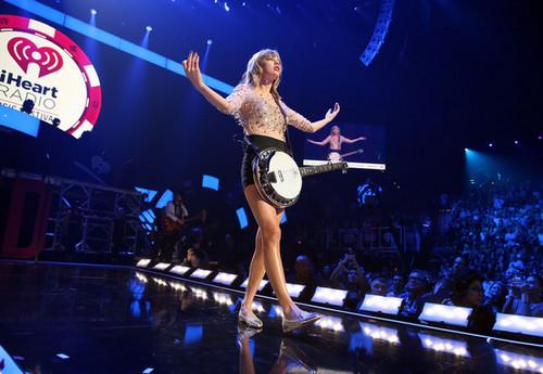Taylor nhanh, swift at the 2012 iHeartRadio âm nhạc Festival - ngày 2 - hiển thị