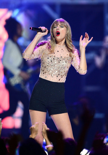 Taylor Swift at the 2012 iHeartRadio Music Festival - Day 2 - Show