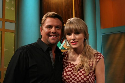 Taylor veloce, swift on Headline Country 26092012