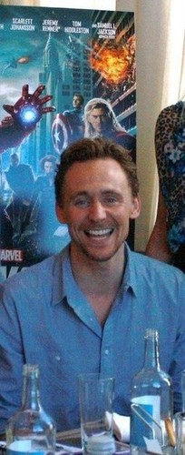 Tom Hiddleston - tom-hiddleston Photo