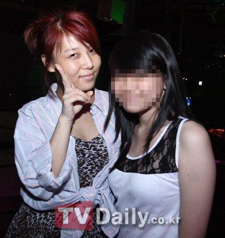 Yubin with mashabiki