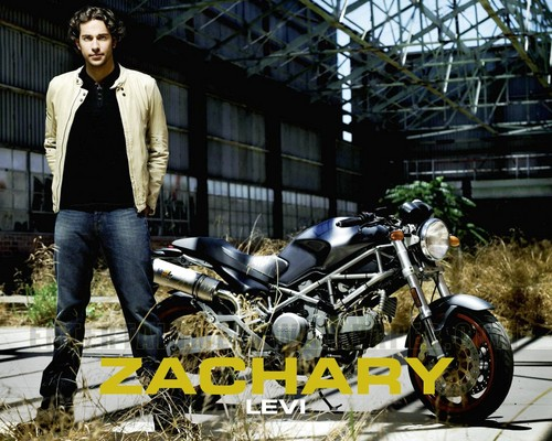 Zachary Levi kertas dinding