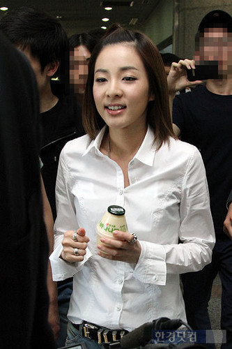 dara 투애니원 after lecturing