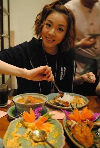 dara 2 एनई 1 and thai खाना