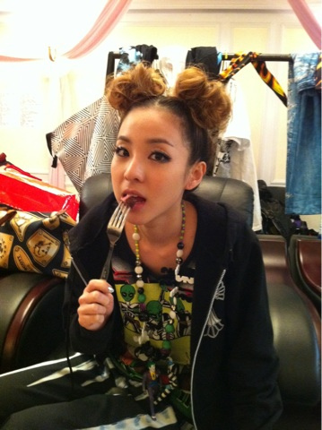 DARA 2NE1 wallpaper probably with a spatola titled dara 2NE1 eating