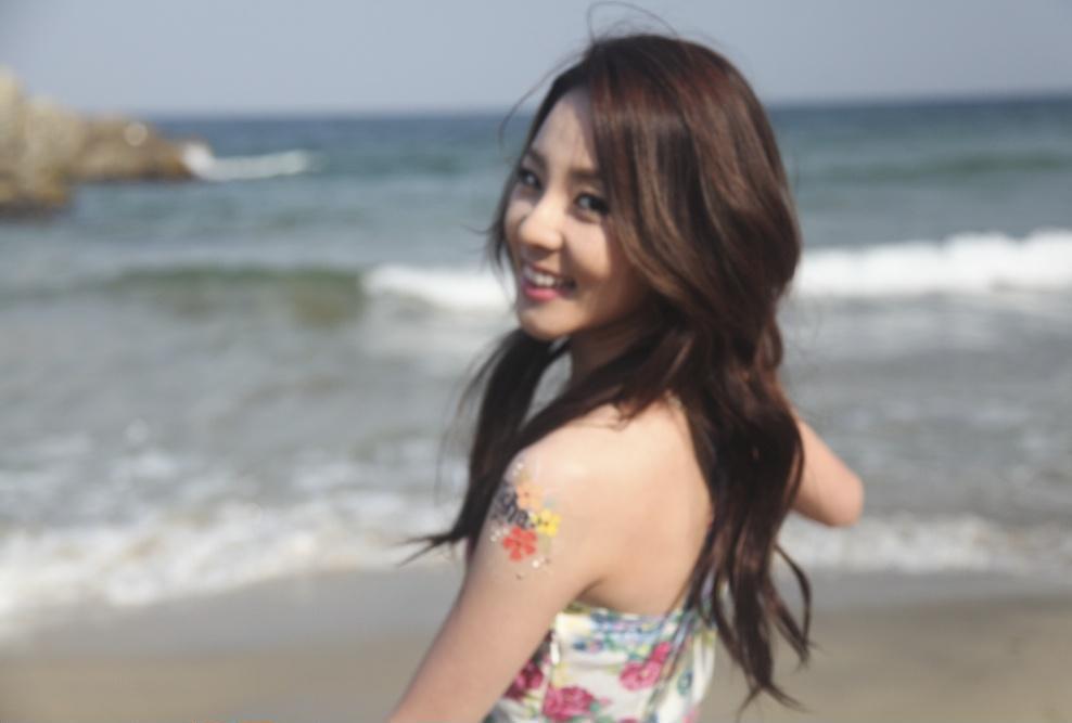 Dara 2ne1 Images Dara 2ne1 The Beach Beauty Hd Wallpaper