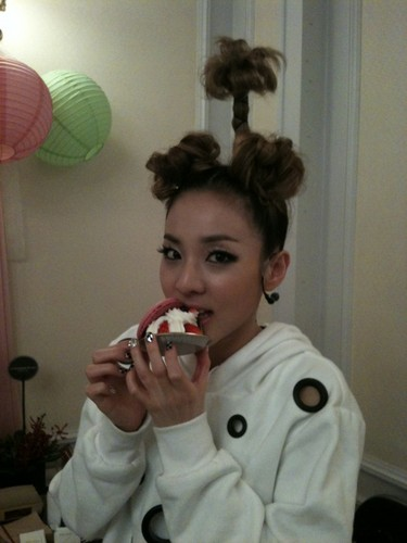 DARA 2NE1 wallpaper titled dara 2ne1 weird hair